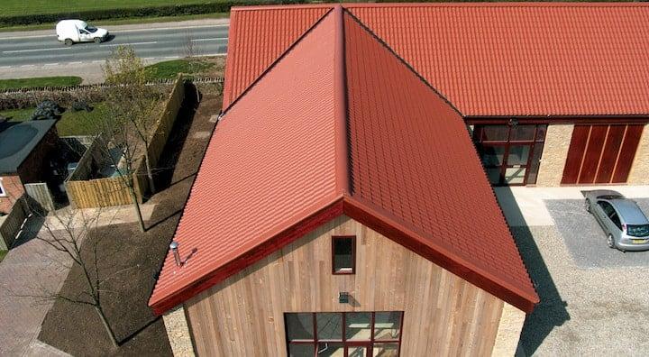 Geïsoleerde dakplaten met dakpanmotief