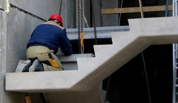 Gepolierde betonnen trap voordelen advies inspiratie for Trap op maat bestellen
