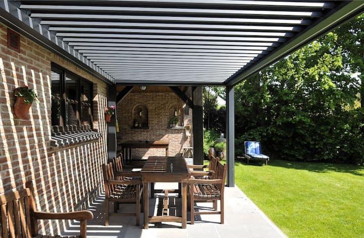 Aluminium terrasoverkapping van Brustor met regelbare elementen
