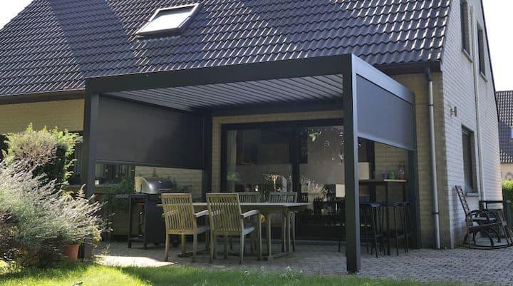 Zwarte terrasoverkapping van Brustor